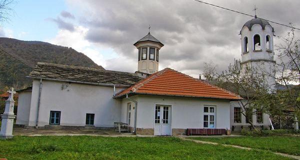 Църква Свети Георги Етрополе