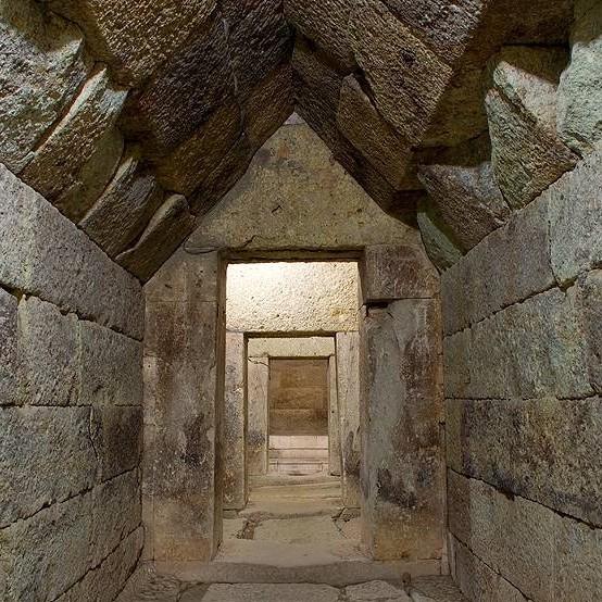 Тракийска куполна гробница - с. Мезек