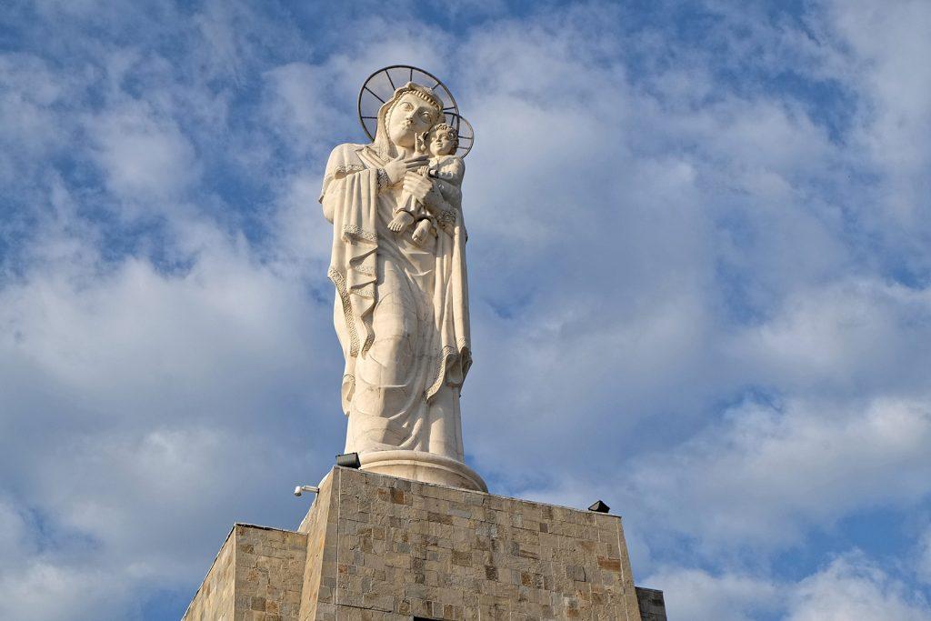 Монумент на Св. Богородица