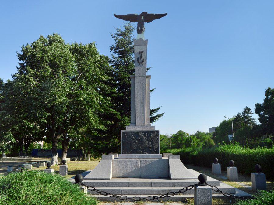 Паметнник на Седми конен полк в Сливен - Орлето