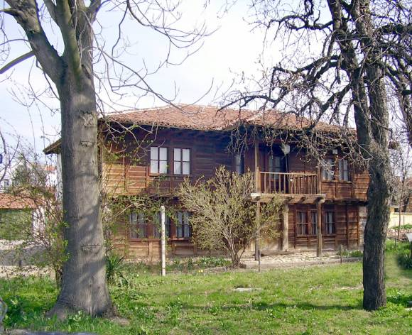 Старото училище в Брезово