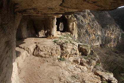 Нисовски скален манастир